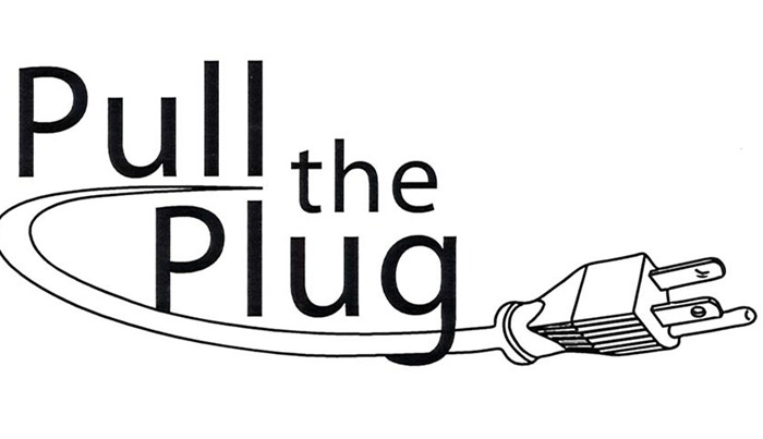 pulling the plug Pull the plug — verb prevent from happening or continuing the government pulled the plug on spending • hypernyms: ↑discontinue, ↑stop, ↑cease, ↑give up, ↑quit, ↑lay off • verb frames.